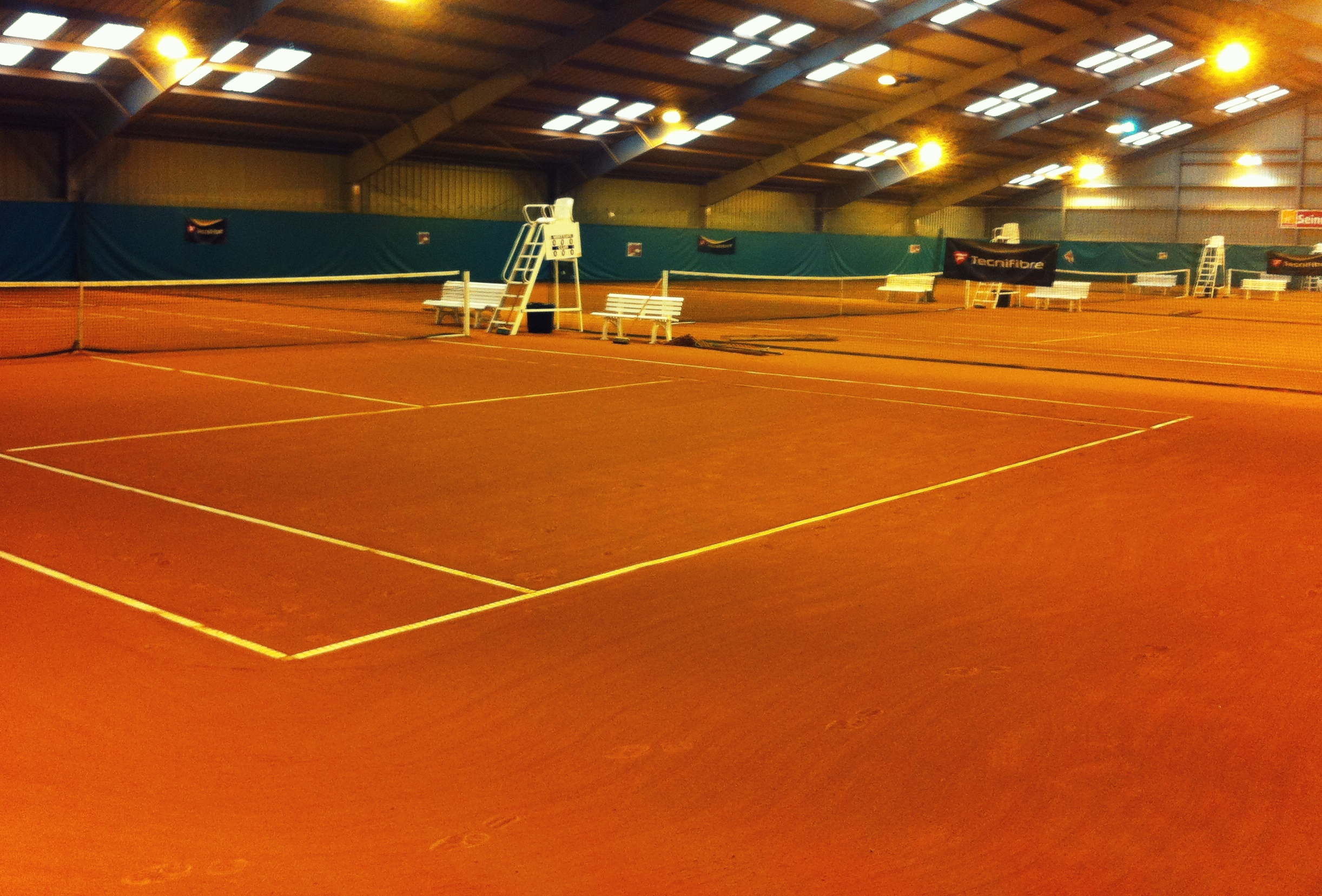 Nos installations asruc for Surface terrain de tennis